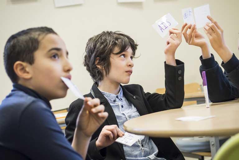 MeeO scolarise des élèves en élémentaire (5-12 ans) ayant des troubles des apprentissages : TDAH, Dyslexiques (et autres Dys-), Haut Potentiel Intellectuel.